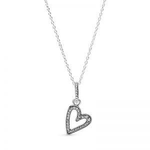 PANDORA Glittrande Freehand Hjärta Hängsmycke Halsband fri frakt på Jewelrybox.se