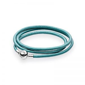 Moments Triple Leather Bracelet Green från Pandora