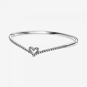 Gnistrande Wishbone Heart Armring från PANDORA